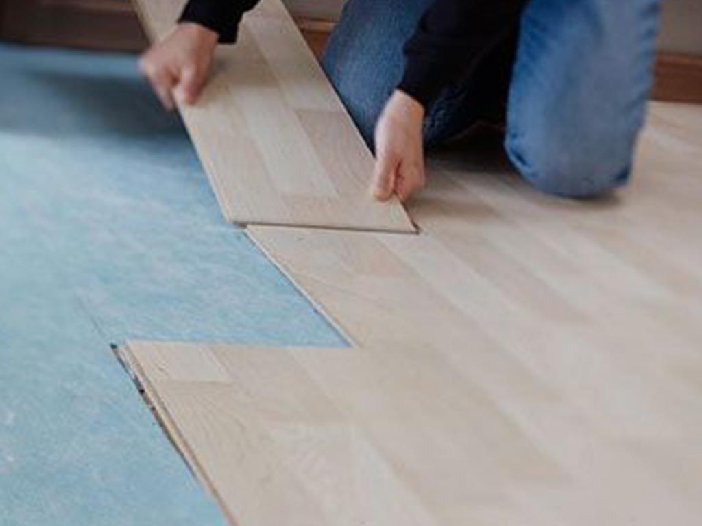 laminati, trattamento legno, pittura per interni, trattamento infissi, laccatura mobili trattamento mobili